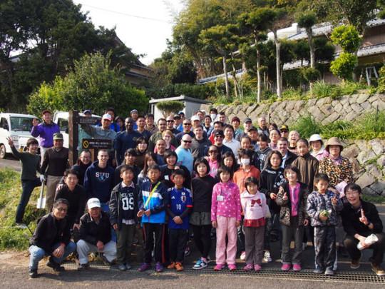 地元の子供や米軍さん、自衛隊の方々もボランティアで参加したサイン設置