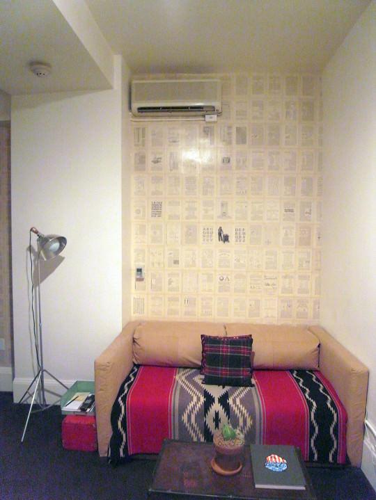 ACE HOTELの内観。壁面は地元のアーティストが手がけた。