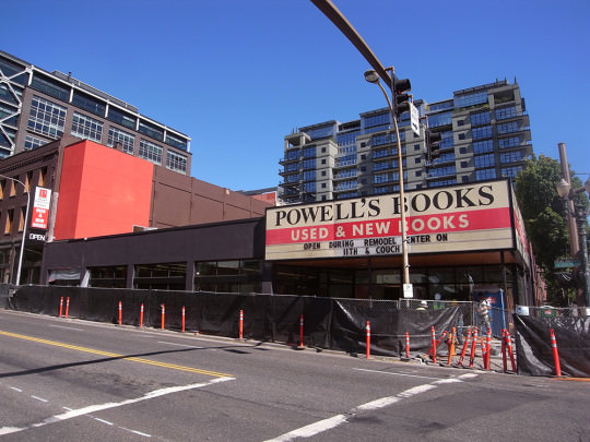 工事中のPOWELL'S BOOKS