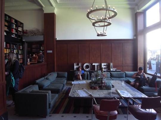 ACE HOTELのロビー。