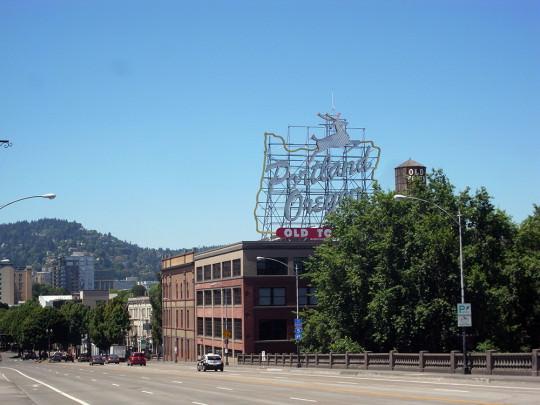 Burnside Bridgeから市街地を望む