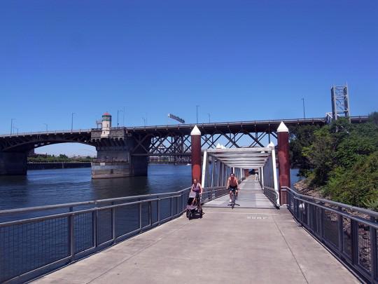 Willamette River沿いに整備された歩行者専用道