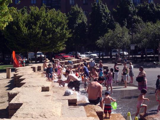 Jamison Square Parkで水遊び