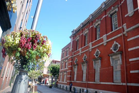 大分市街地の好きな風景。大分銀行から府内五番街に抜ける道。