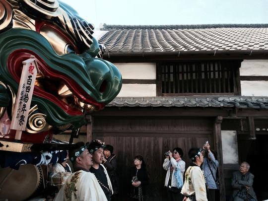 140周年を迎えた京町の珠取獅子と町家