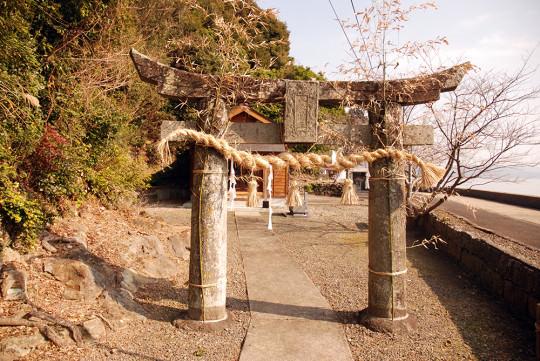 佐世保湾沿いの綿津美神社