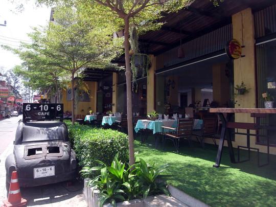 パトンビーチ中心部でよく通ったカフェ