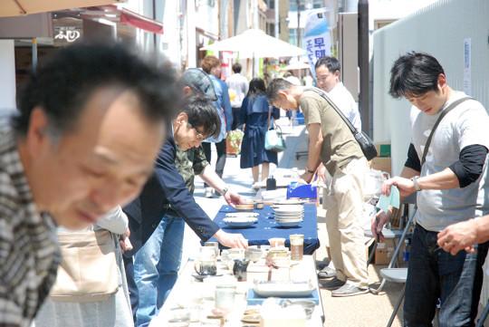 五福の縁結び通りでは、熊本地震のチャリティ販売も。