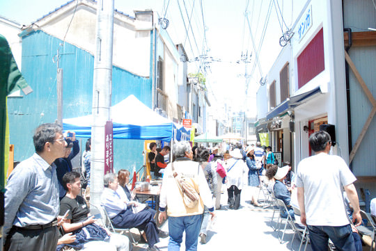 やきもん祭りのメインストリート、五福の縁結び通りの賑わい。