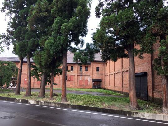 旧酒蔵の立派な赤レンガ倉庫